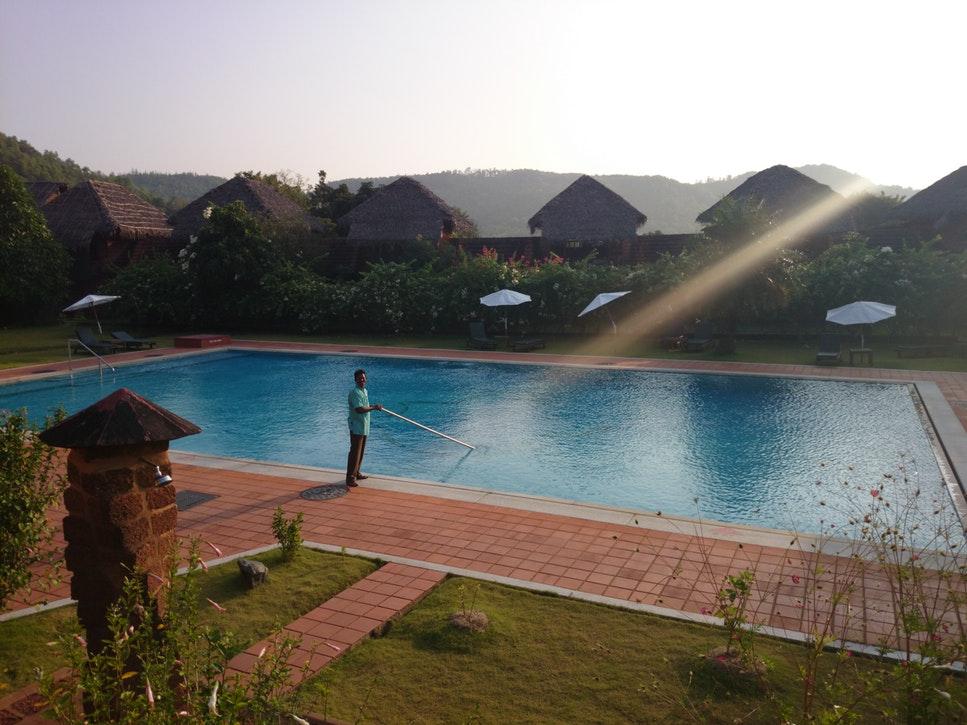 cómo recuperar el agua de la piscina si se pone verde