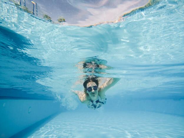 como limpiar una piscina despues del invierno