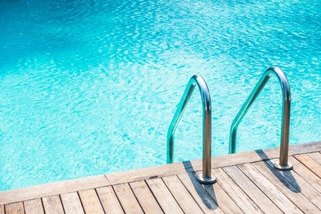 algas-en-piscina-causas